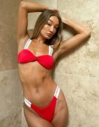 Calvin Klein— Rød bikinitop i bandeau med knude og logo