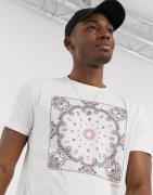 Esprit - Hvid t-shirt med bandana-print